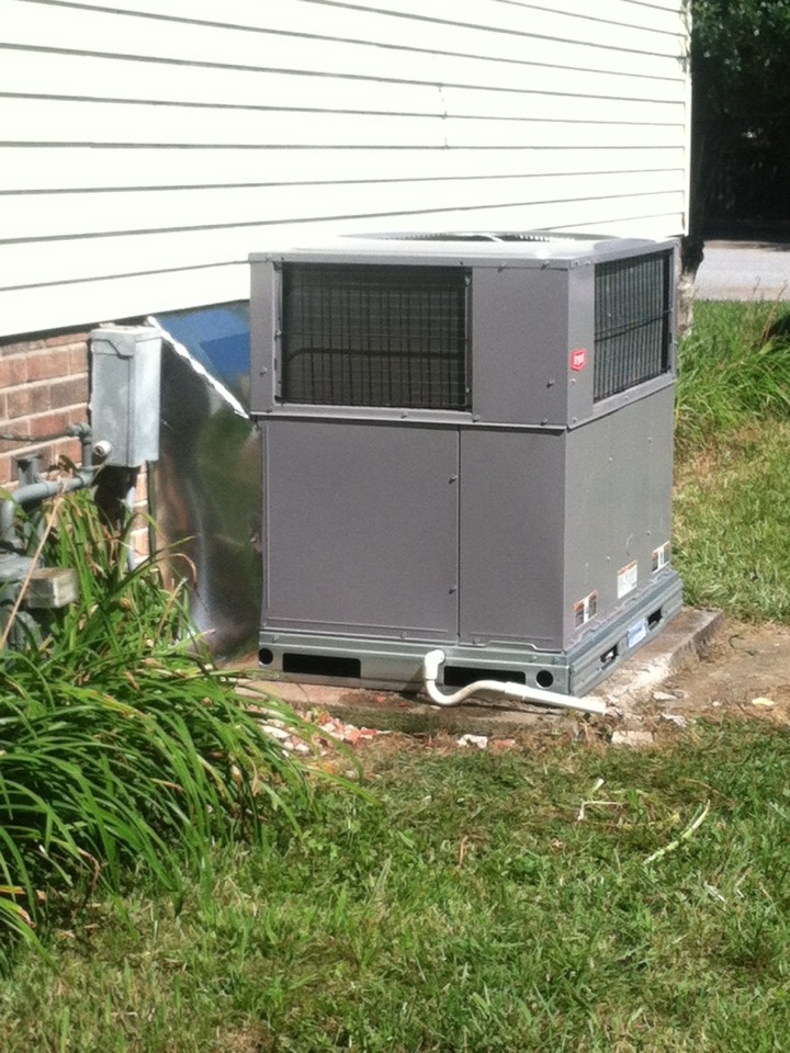 Taylors, SC - Installing a heat pump package unit.