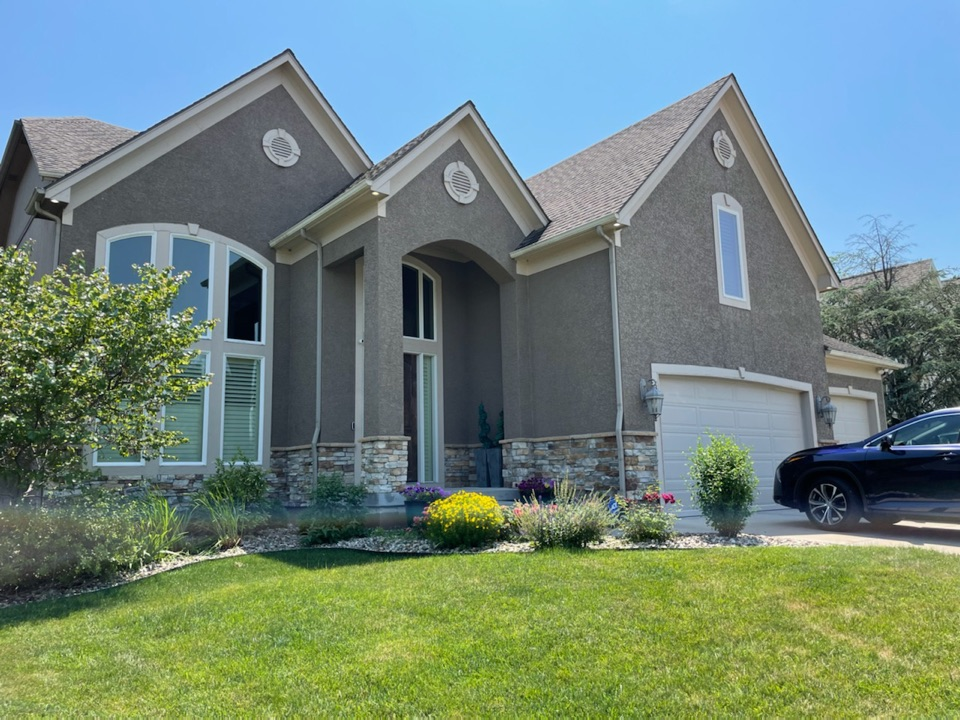 Kansas City, MO - Measuring this beautiful house for exterior paint.