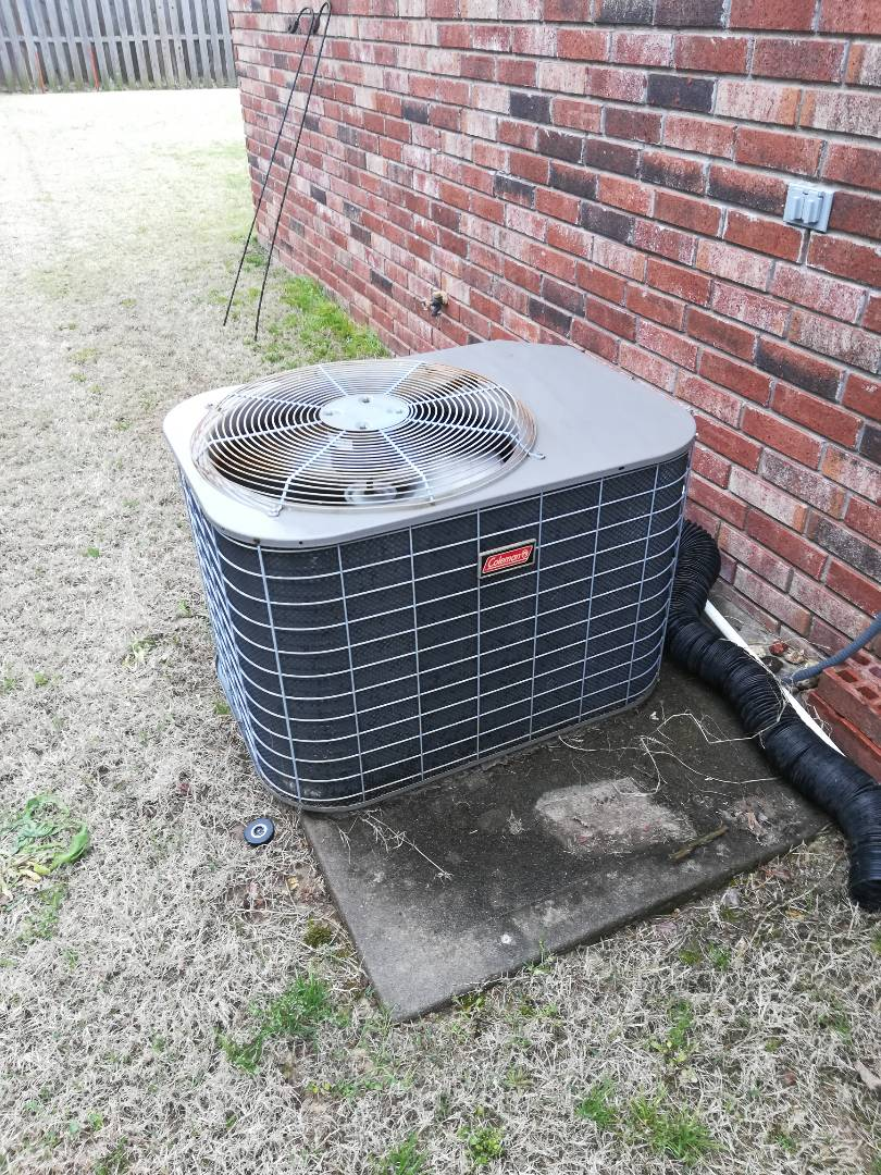 Bentonville, AR - Repairing an air conditioner