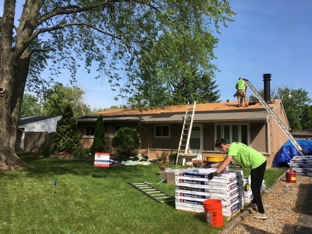 Bolingbrook, IL - Building mr. Salvador Barajas house and garage roof hard work pays off