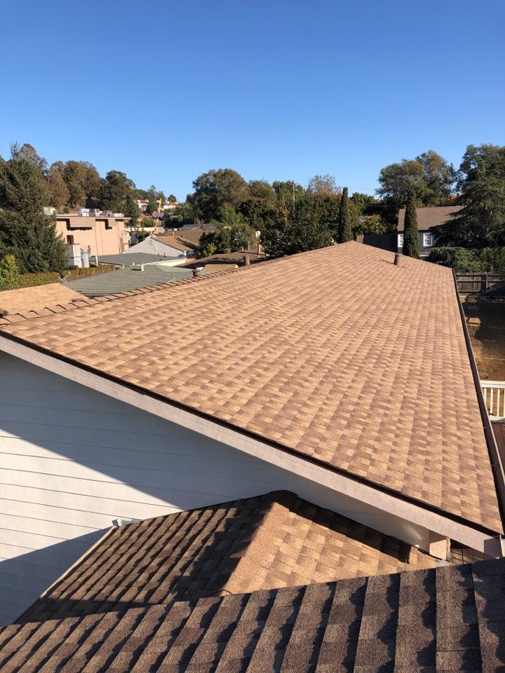 Hayward, CA - Brand new beautiful GAF HDZ reflector series roof install.