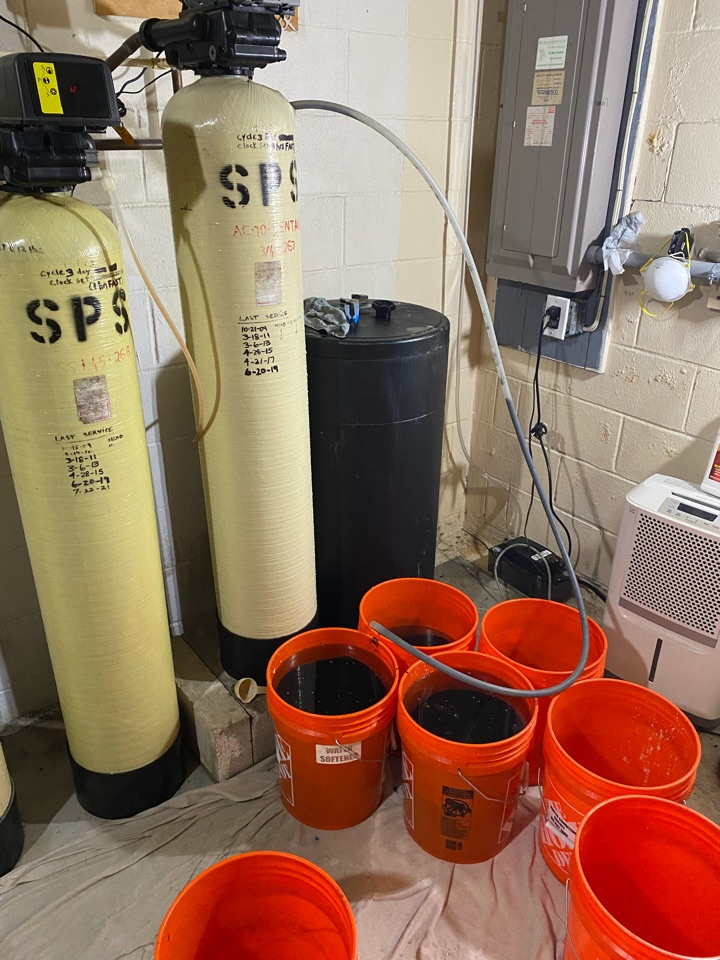 Pilesgrove, NJ - Water treatment service. Re bed tanks