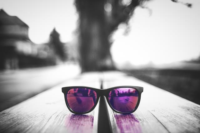 Polarized lenses are recommended for tasks such as boating, fishing, skiing, golfing, jogging, and driving. Most polarized lenses will bear a label identifying them as such.