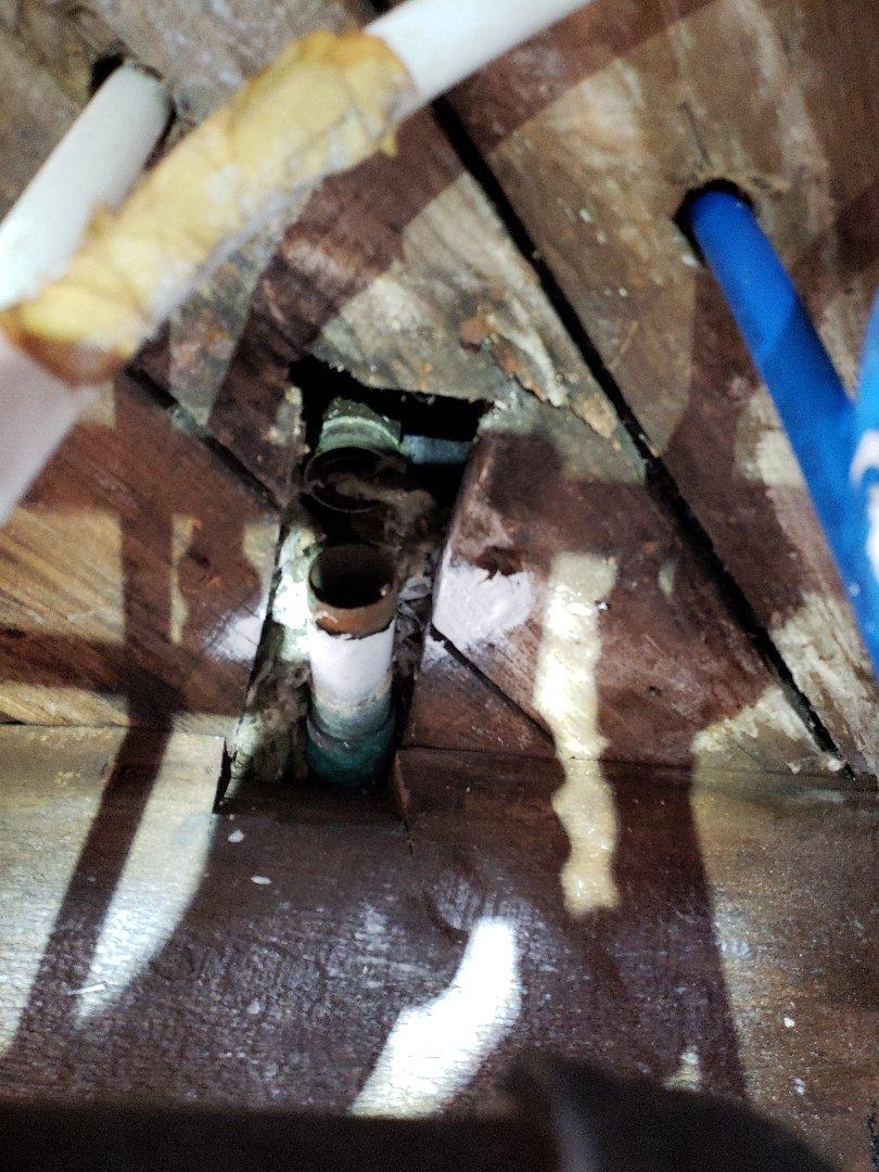 Kingsport, TN - Customer has a leaking bathtub drain assembly. Replacing bath tub drain assembly.
