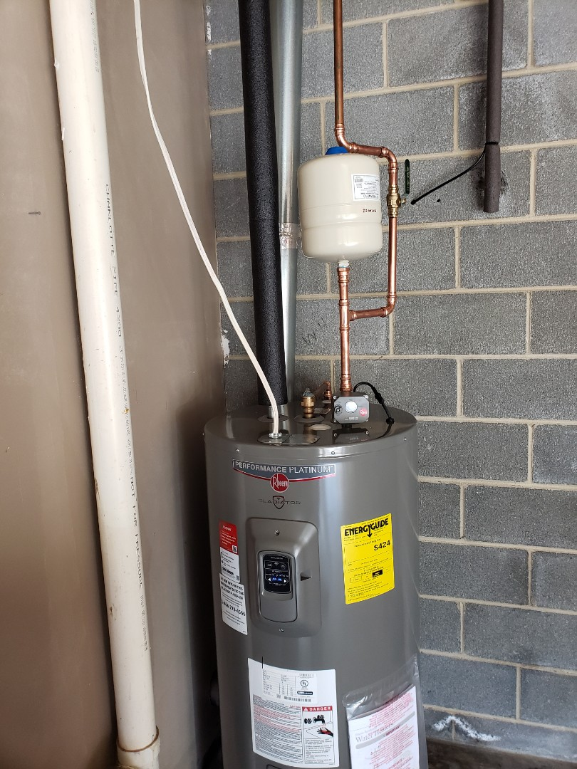 Kingsport, TN - Customer has a water heater that is 18 years old that failed. We installed a new water heater Rheem Gladiator series with a 12 year warranty and smart technology.