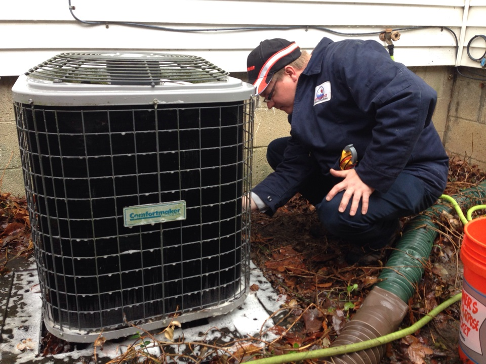 Worthington, OH - Tune up required to restore function on an older Confortmaker air conditioning unit.
