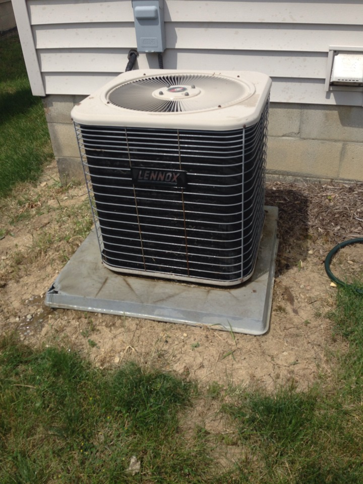 Hilliard, OH - Tune up on a Lennox air conditioner from 1999