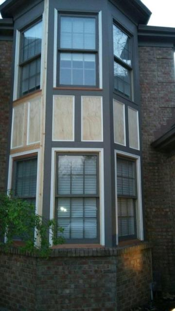 Cincinnati, OH - Full, custom wood window rebuild with trim wood replacement due to rotten wood.  This home had several wood windows rebuilt and much of the rotten wood replaced with both synthetic and natural woods. The entire roof was also replaced with a new GAF roofing sytem.