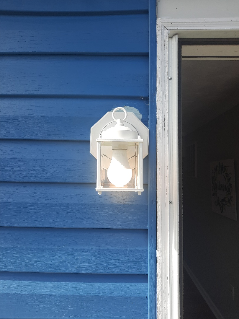 Glen Burnie, MD - Install siding block and replace old light fixture in Glen Burnie