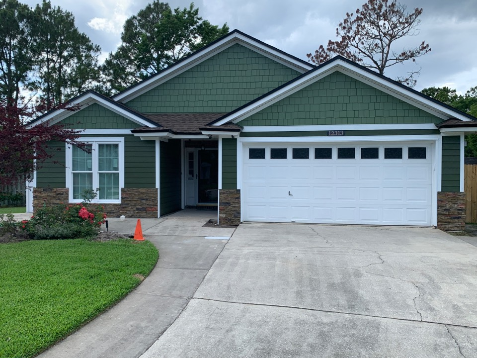 Jacksonville, FL - Completed!  Windows, siding and stone!  Thanks Monica and Wayne!