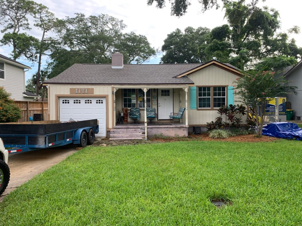 Jacksonville Beach, FL - Roof is complete!  Starting siding and windows today!!