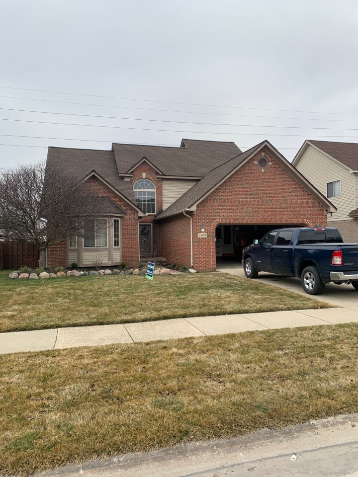 Brownstown Charter Township, MI - Installed HDZ Barkwood shingles