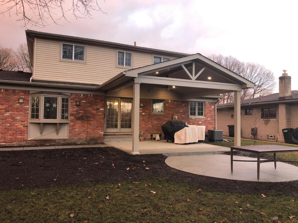 Riverview, MI - Overhang built with new electrical and fan