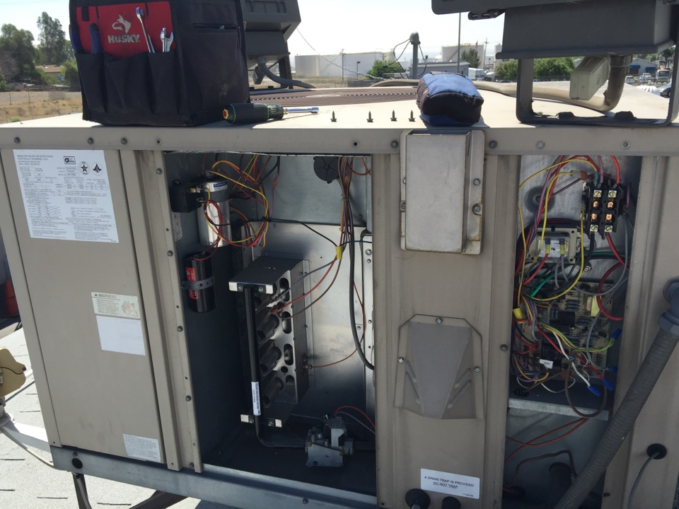 Bloomington, CA - Ac tune up on a 2003 Amana package unit