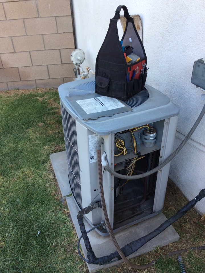 Rialto, CA - Servicing a 1996 carrier ac condenser