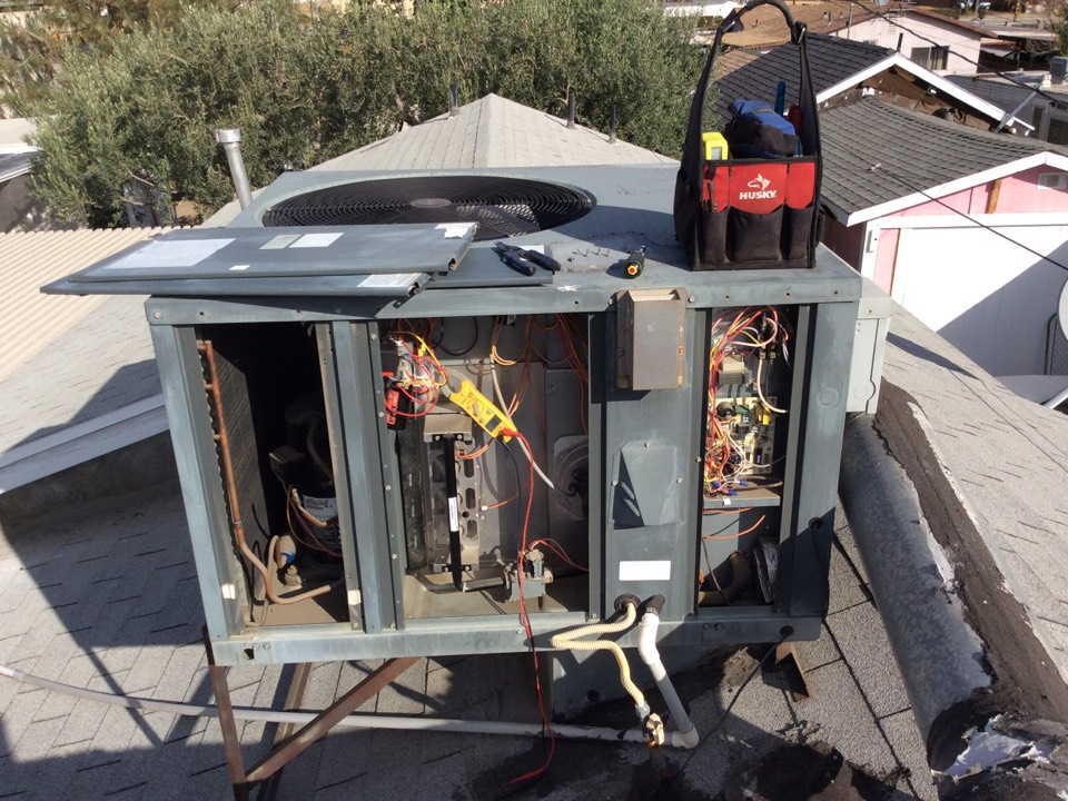 Colton, CA - Ac tune up on a 2005 Amana package unit