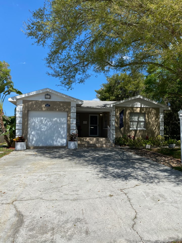 Tampa, FL - House for sale in Seminole Heights looking for full re-roof with 2 flat roofs. Owens Corning Owens Corning architectural shingles and deck seal low slope modified bitumen