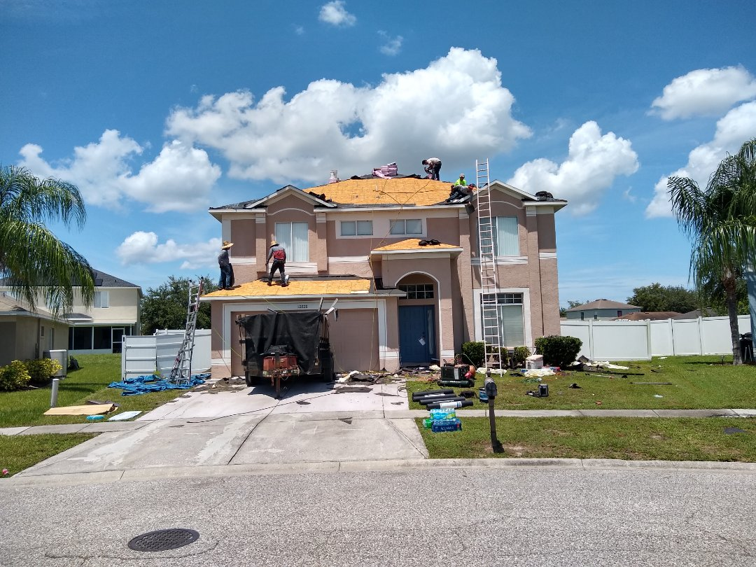 Riverview, FL - This roof is being replaced because of wind damage and is covered by insurance. Owens Corning Duration