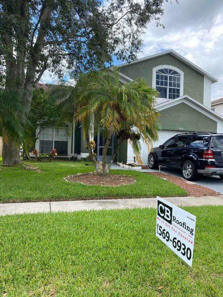 Brandon, FL - Full roof replacement complete tear off re-roof in Brandon Florida. Owens Corning duration architectural shingles