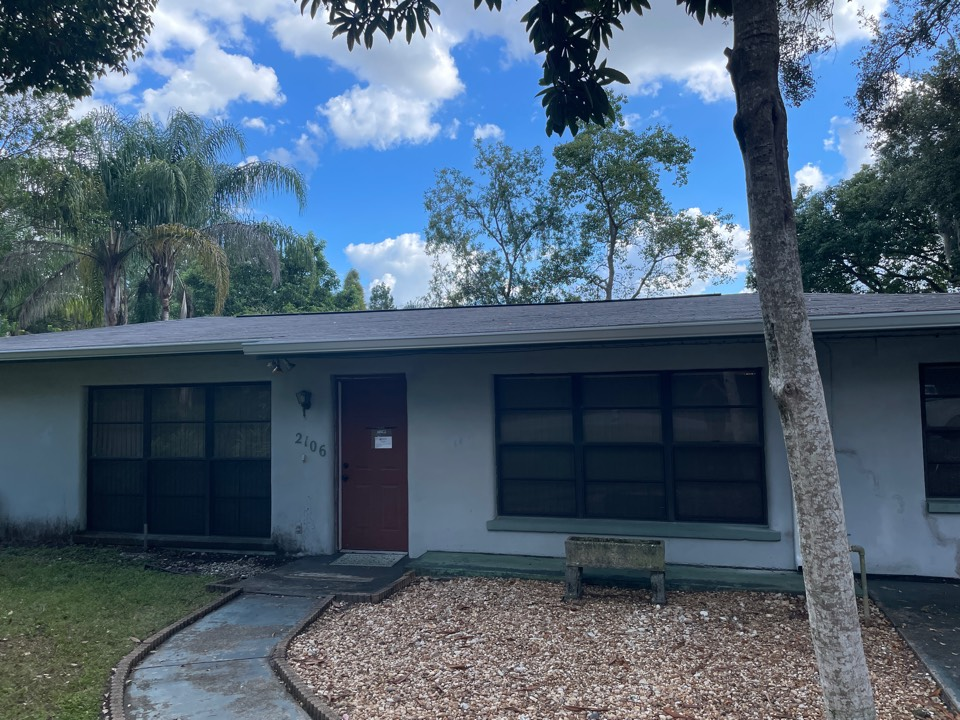 Tampa, FL - Meeting with a homeowner for quality control