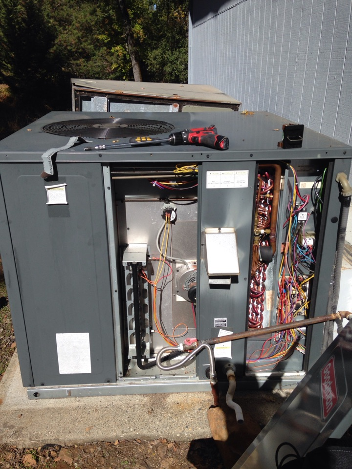 Auburn, CA - Heating and air conditioning tune up and service. Amana installation. Thermostat problem.