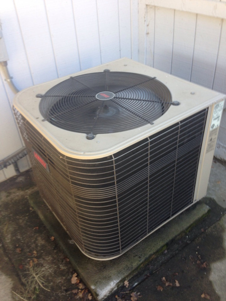 Cameron Park, CA - Heatpump maintenance on Lennox unit.