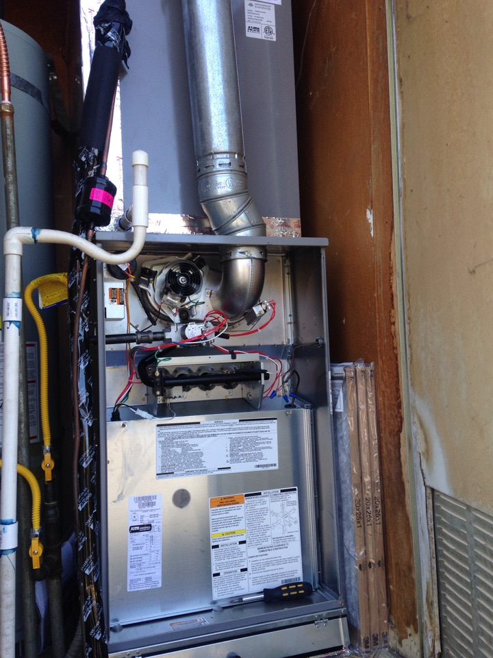 Yuba City, CA - Furnace service and tune up on a carrier installation