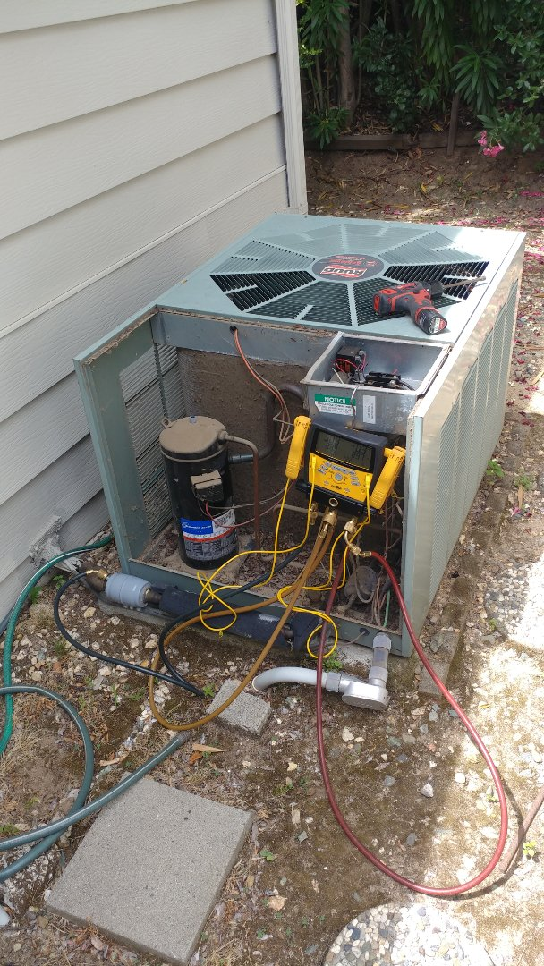 Orangevale, CA - I'm working on a Rudd 16 years old A/C unit