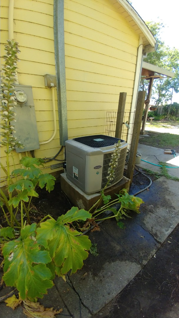 Woodland, CA - I'm working on av18 yrs. Old Carrier Heat pump located in Woodland, CA