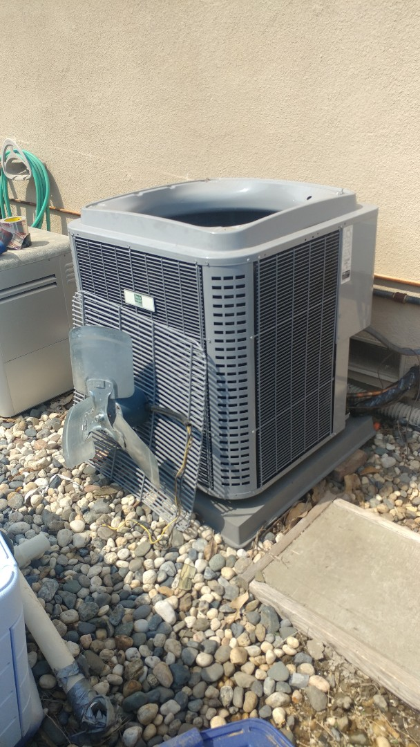 Citrus Heights, CA - I'm working on a 5 yrs. Old. Day & Night A/C unit located in Citrus Heights, Ca