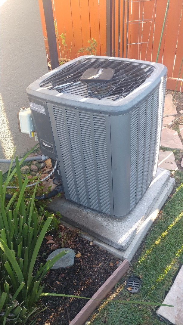 North Highlands, CA - I'm working on a 9 yrs Amana A/C unit located in Sac, Ca