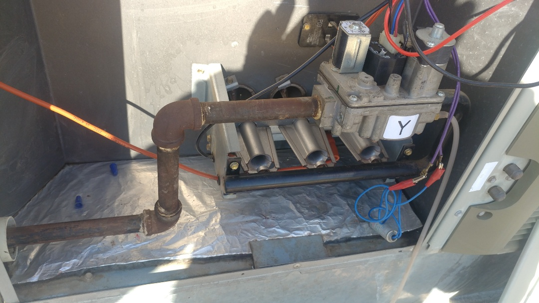 Rio Linda, CA - I'm working on a 19 Yrs. Trane Gas Package unit located on the rooftop.