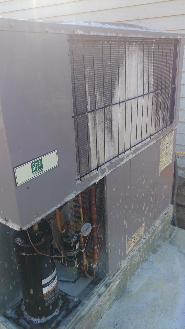 Elk Grove, CA - I'm working on a 3 yrs. Day & Night Gas Package unit located in Antelope, Ca