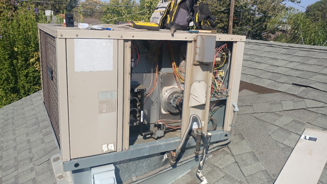 Elk Grove, CA - I'm working on a 14 yrs. Old Gas Package unit located in Sac, Ca