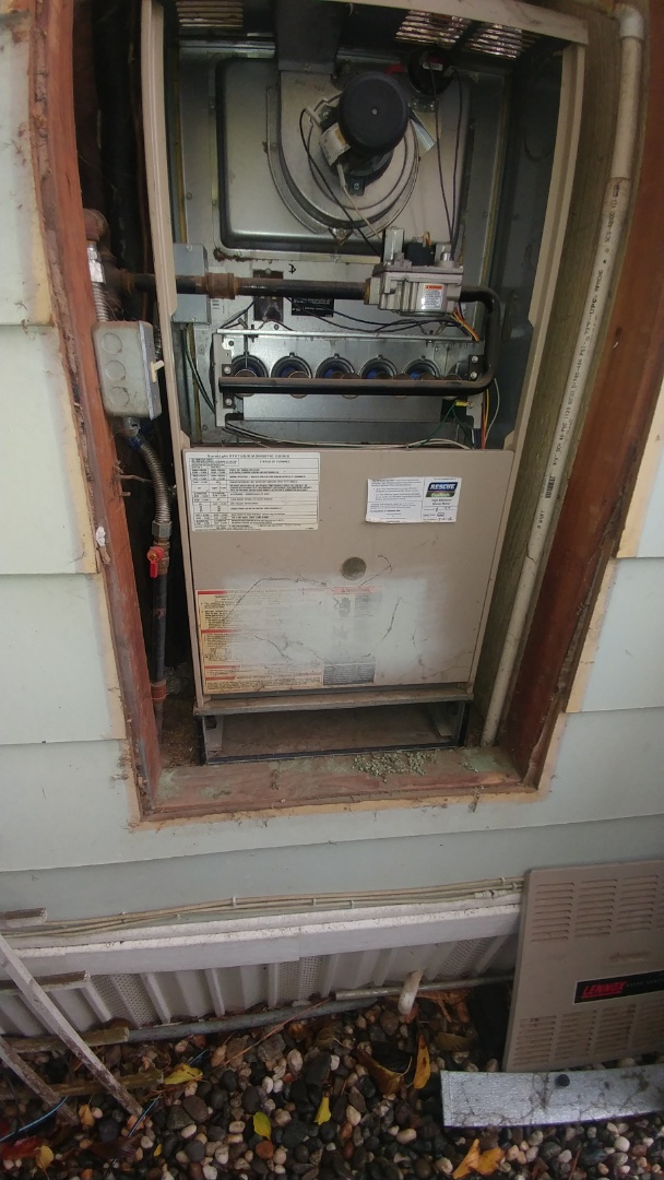 Rancho Cordova, CA - I'm working on a 17 yrs. Lennox gas furnace unit located in Davis, ca