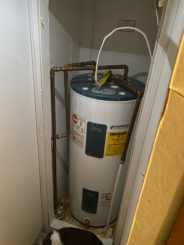 Zanesville, OH - Hot water tank flush on a rheem hot water tank