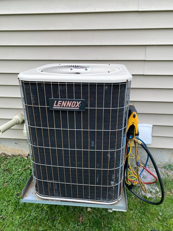 Alexandria, OH - Doing maintenance on a Lennox heat pump in Johnstown Ohio