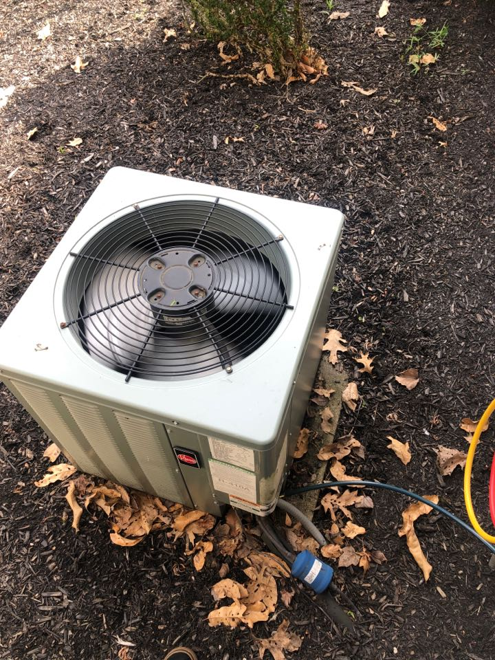 Newark, OH - Checking pressures in cleaning coil on a Rheem air conditioner
