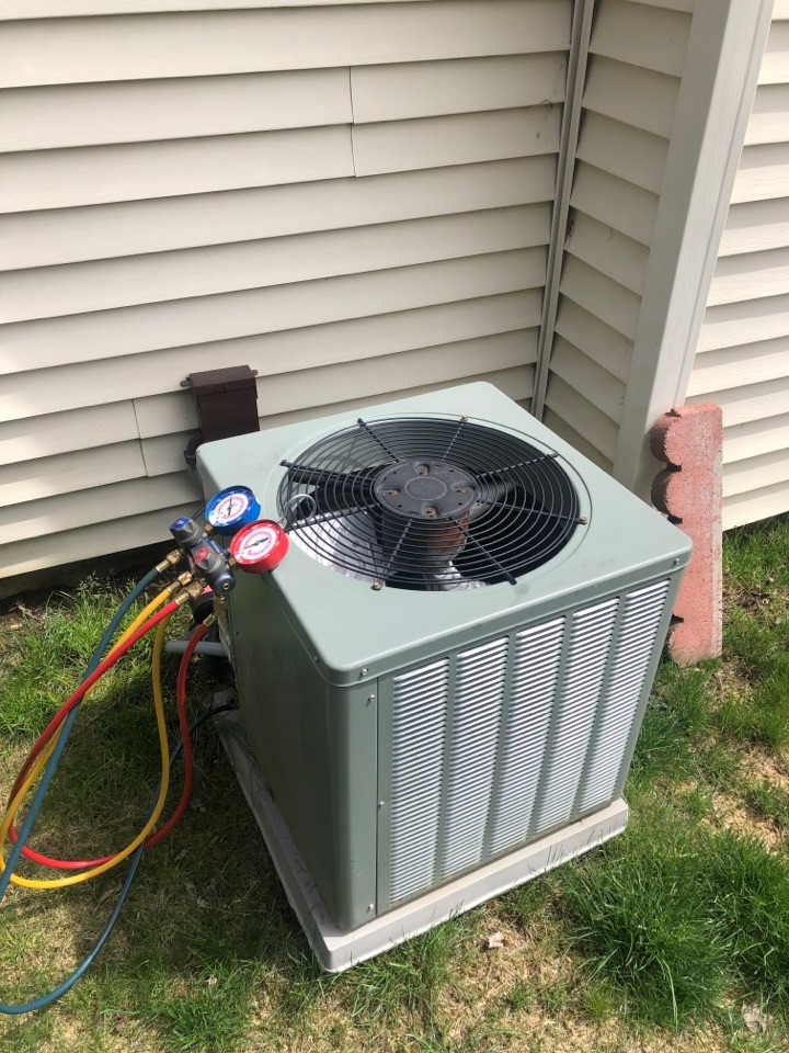 Newark, OH - Checking pressures and cleaning coil on a Rheem air conditioner