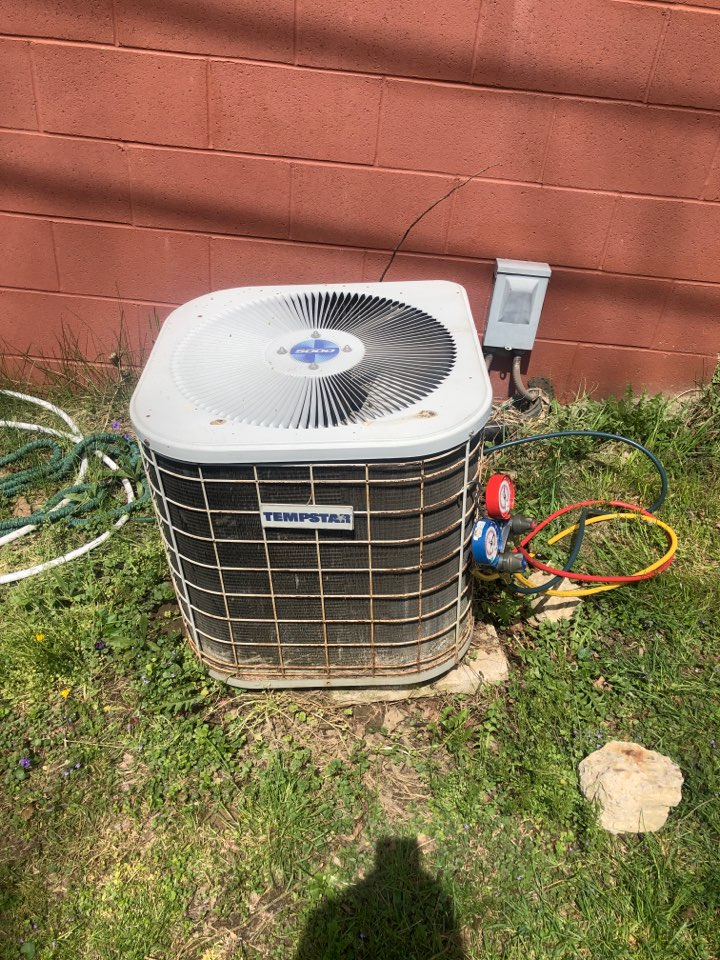 Newark, OH - Checking pressures and doing yearly maintenance on a temp star air conditioner