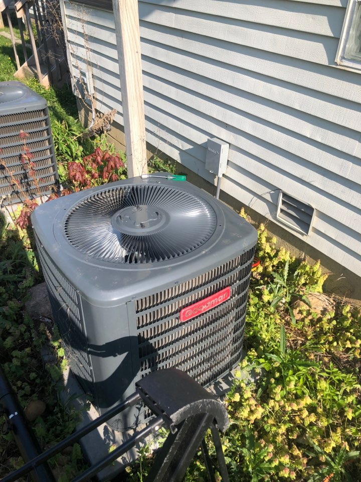 Dublin, OH - Checking pressures and cleaning coil on a Goodman air conditioner