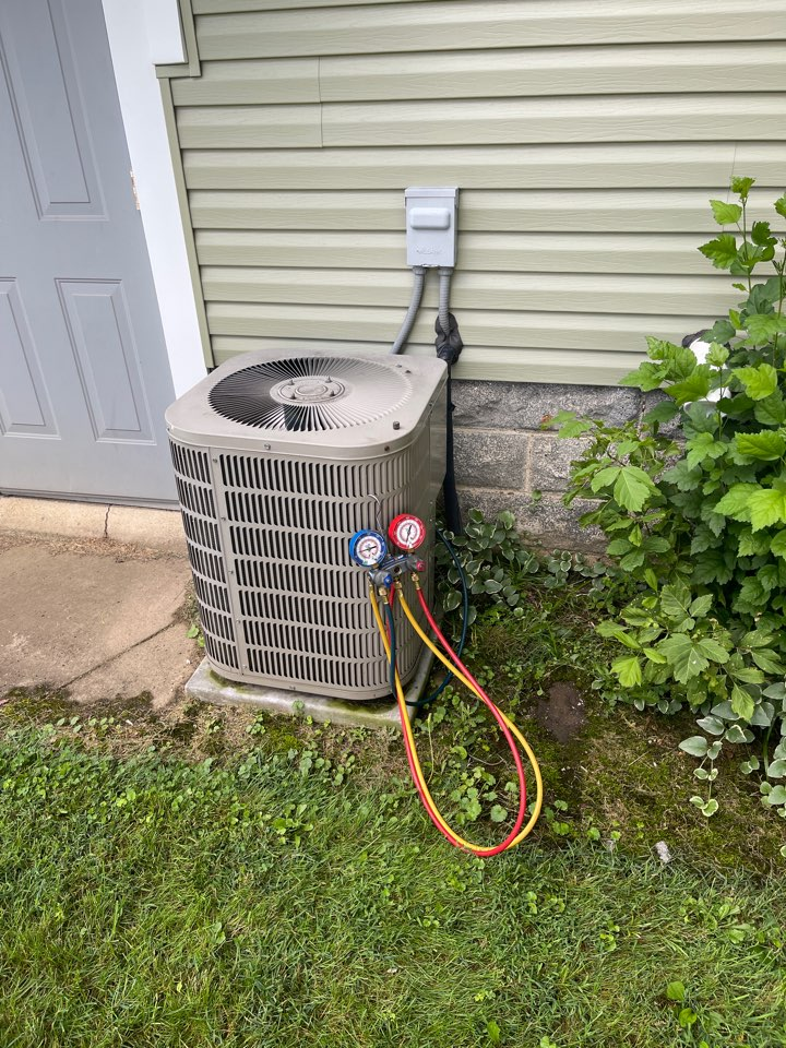 Newark, OH - Checking pressures and doing yearly maintenance on a Goodman air conditioner