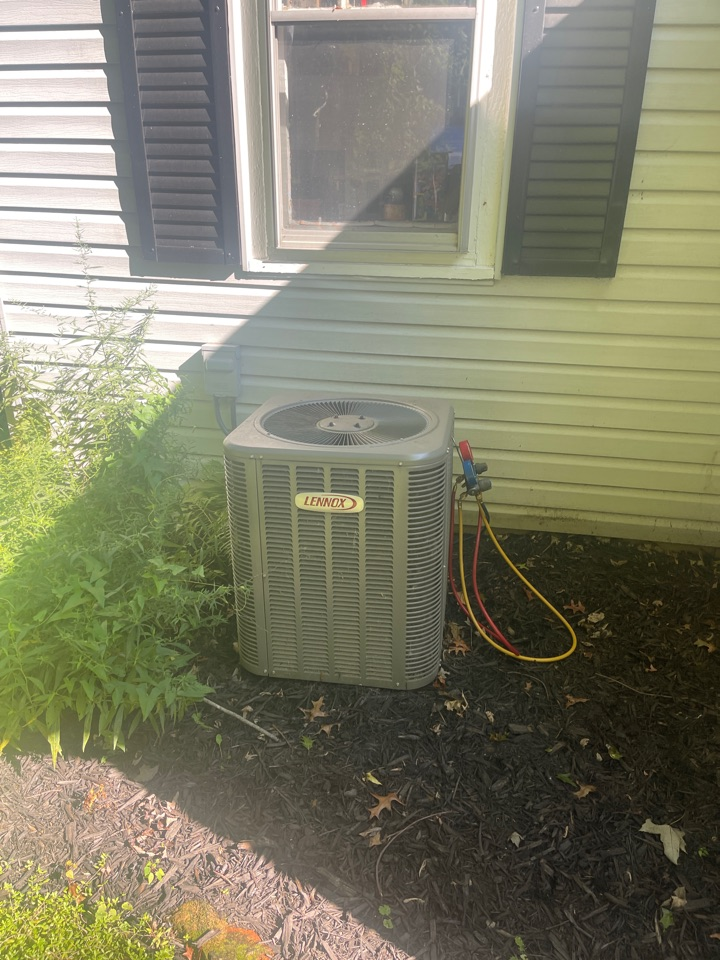 Lewis Center, OH - Checking pressures clean coil and doing yearly maintenance on a Lennox air conditioner