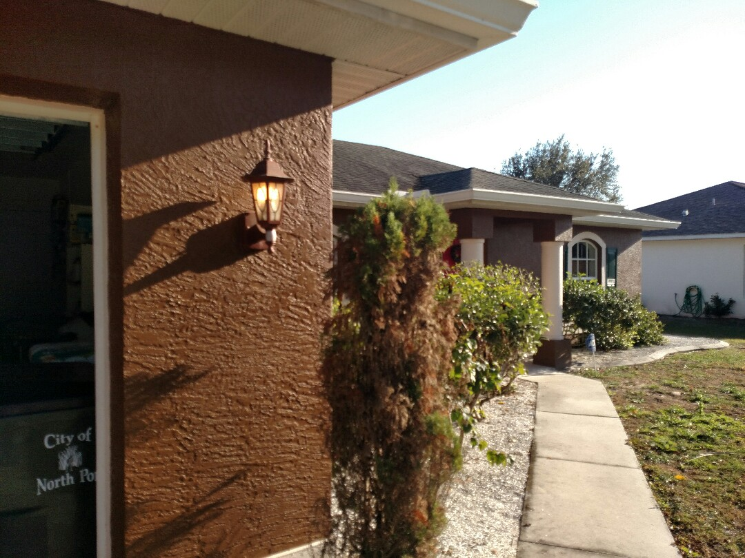 Port Charlotte, FL - Fixed faulty motion sensor on garage coach lights