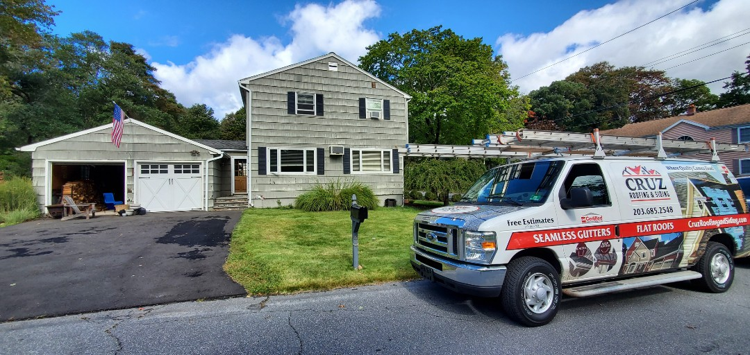 Fairfield, CT - CERTAINTEED MONOGRAM D4 Vinyl siding installation.