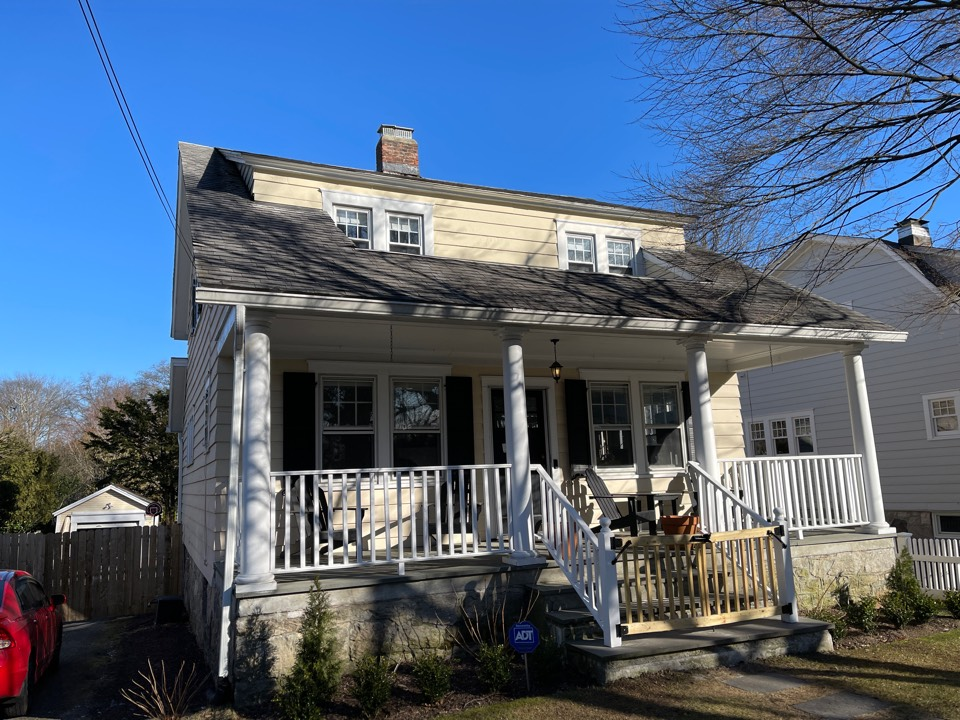 Greenwich, CT - James Hardie siding with pvc trimming. Free estimates.
