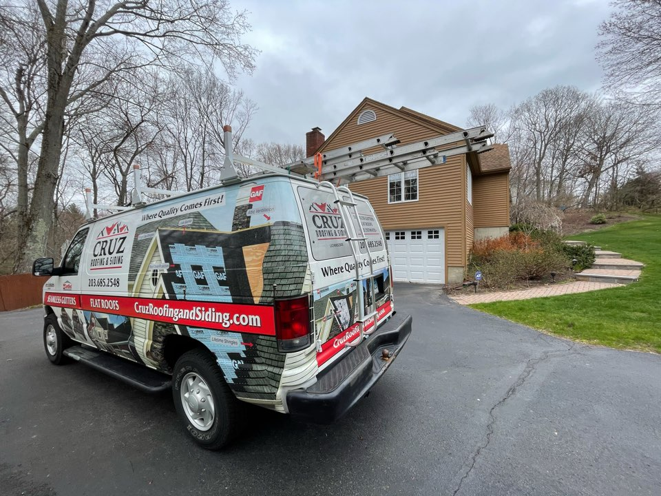 Orange, CT - Roof replacement with new Owens Corning shingles. Free estimates.