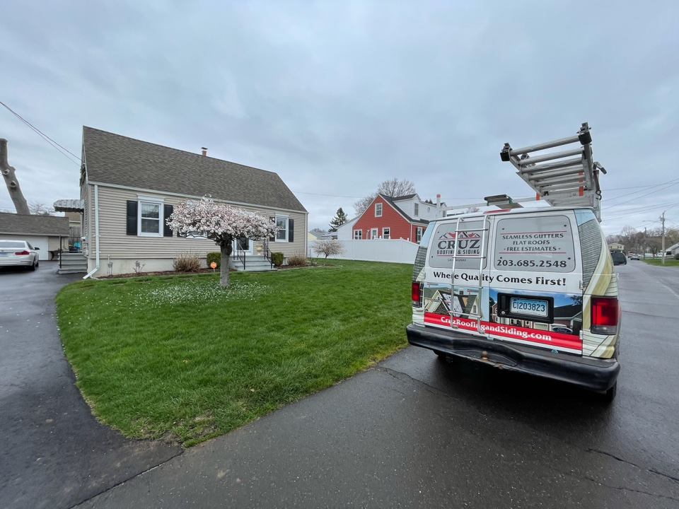 Stratford, CT - Certainteed siding replacement with seamless gutters. Free estimates.