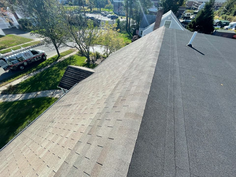 Stratford, CT - Roof replacement in Stratford Connecticut, we will be installing a Owens corning total roof protection system with a rubber EPDM membrane on flat roof slopes.