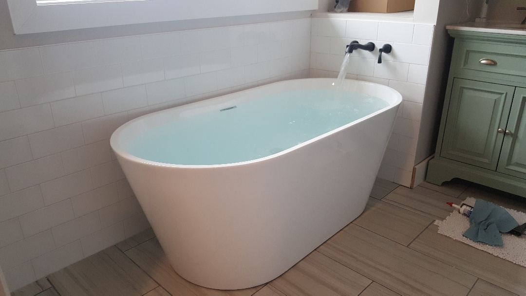 Install new bath tub in South Jordan, Utah.